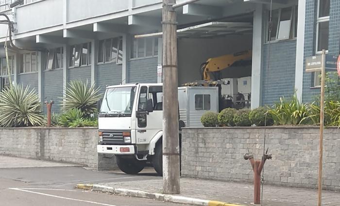 Caminhão retirou máquinas  Foto: Sindisapateiros