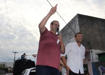 Alex Bora e Diego Picucha discursam para seus apoiadores Foto: Eder Zucolotto