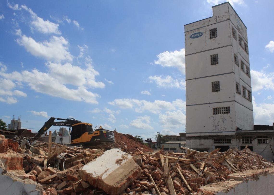 Antigo local de funcionamento da Pirisa está em processo de demolição. Foto: Matheus de Oliveira