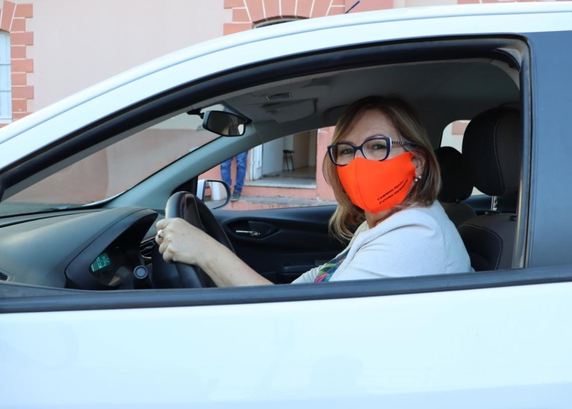 Prefeita Sirlei dispensa carro oficial. Foto: Cris Vargas/Prefeitura de Taquara