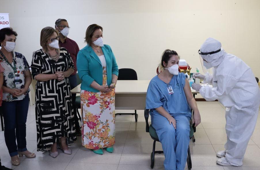 Nicolle, a primeira a ser vacinada em Taquara Foto: Cris Vargas