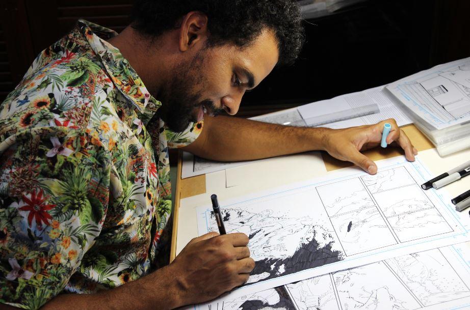Além de desenhar, Gê também roteirizou a história da revista Foto: Diego de Oliveira