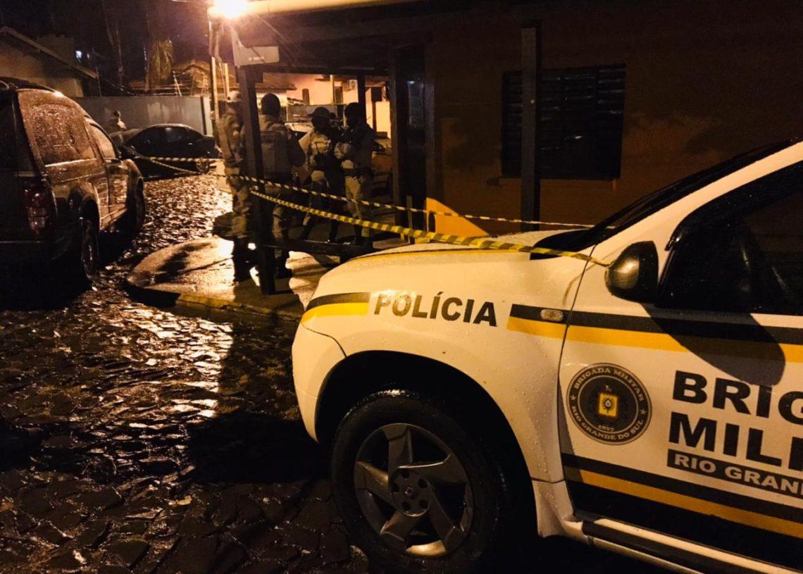 Brigada Militar isolou o local até a chegada dos peritos (Foto: Matheus de Oliveira)