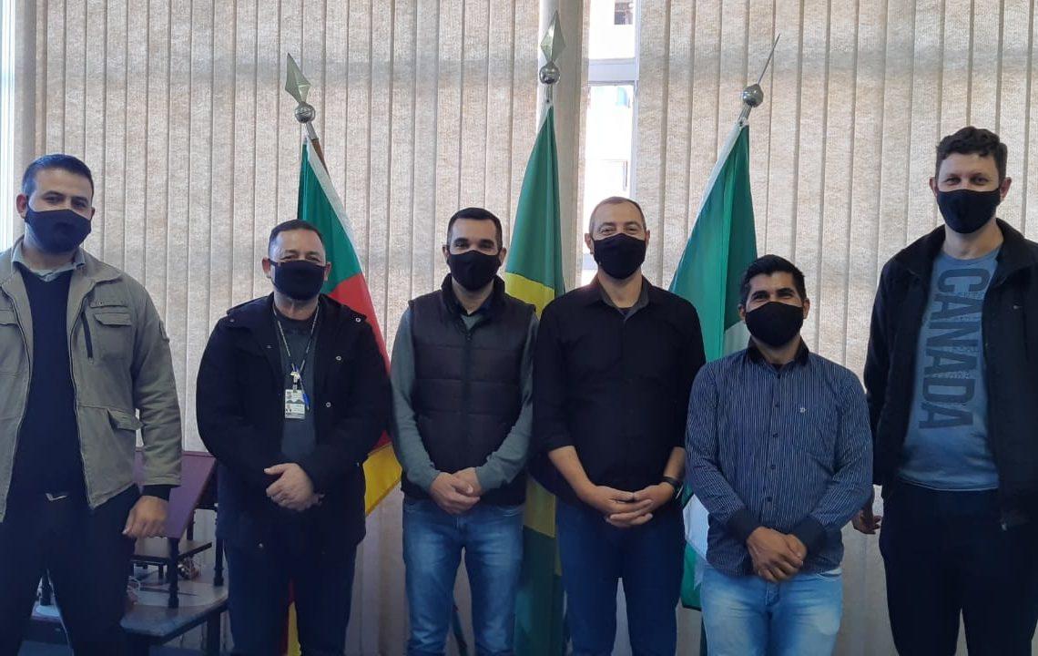 Comitiva de vereadores parobeenses foi recebida na Prefeitura de Dois Irmãos Foto: Divulgação