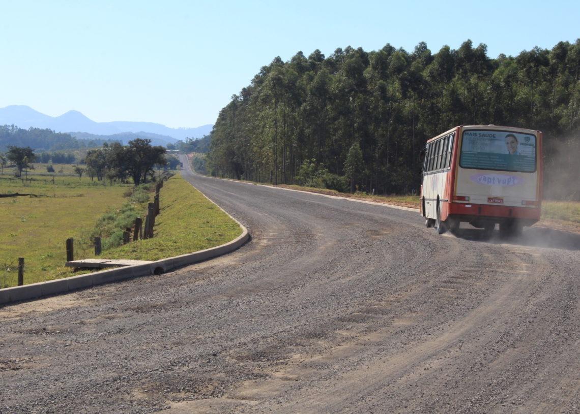 São mais de quatro quilômetros de estrada de chão que irão receber pavimentação asfáltica Fotos: Matheus de Oliveira