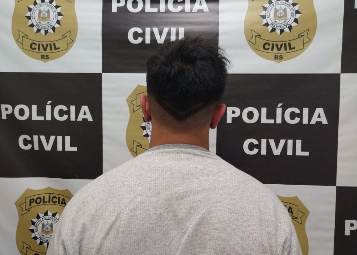 Suspeito de 21 anos preso nesta segunda-feira (12) Foto: Polícia Civil