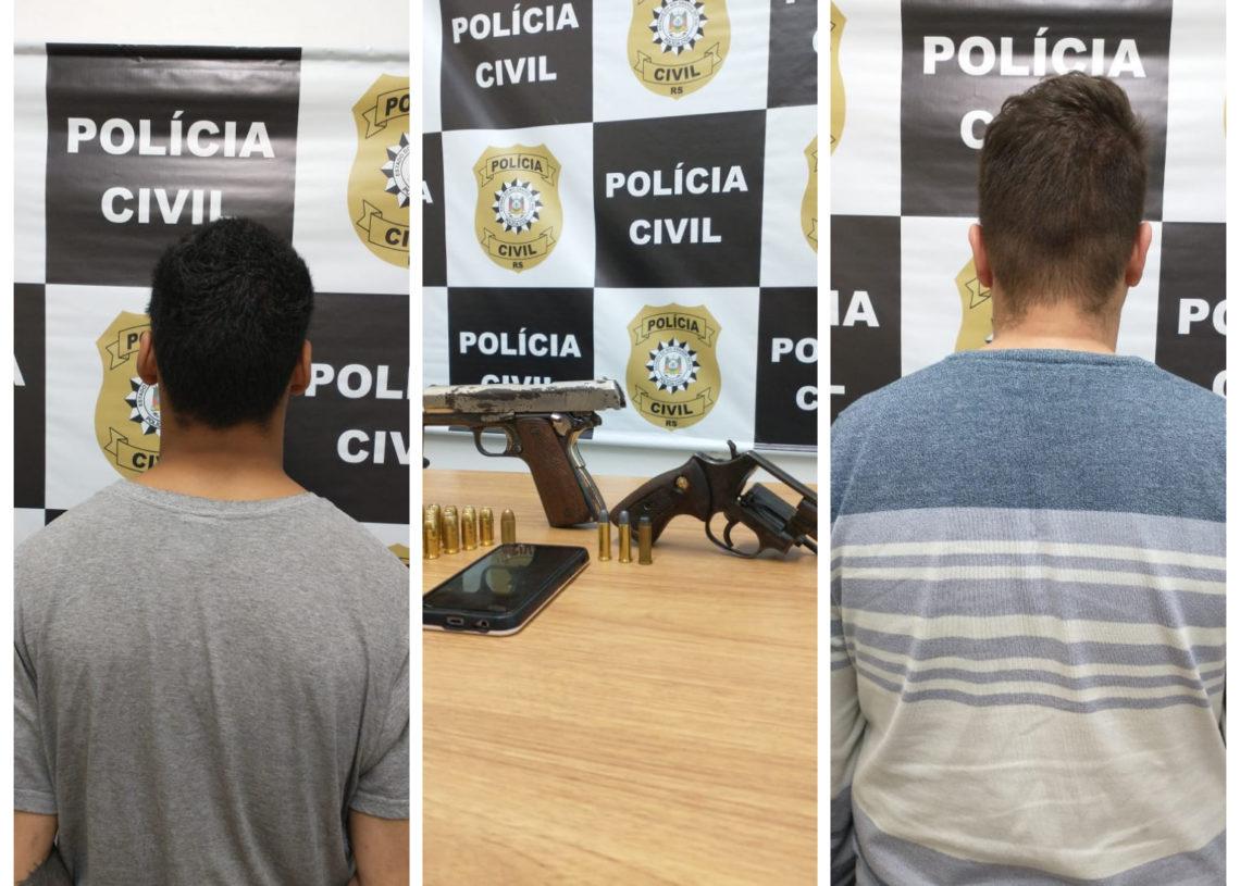 Dois dos quatro envolvidos e armas apreendidas Foto: Polícia Civil