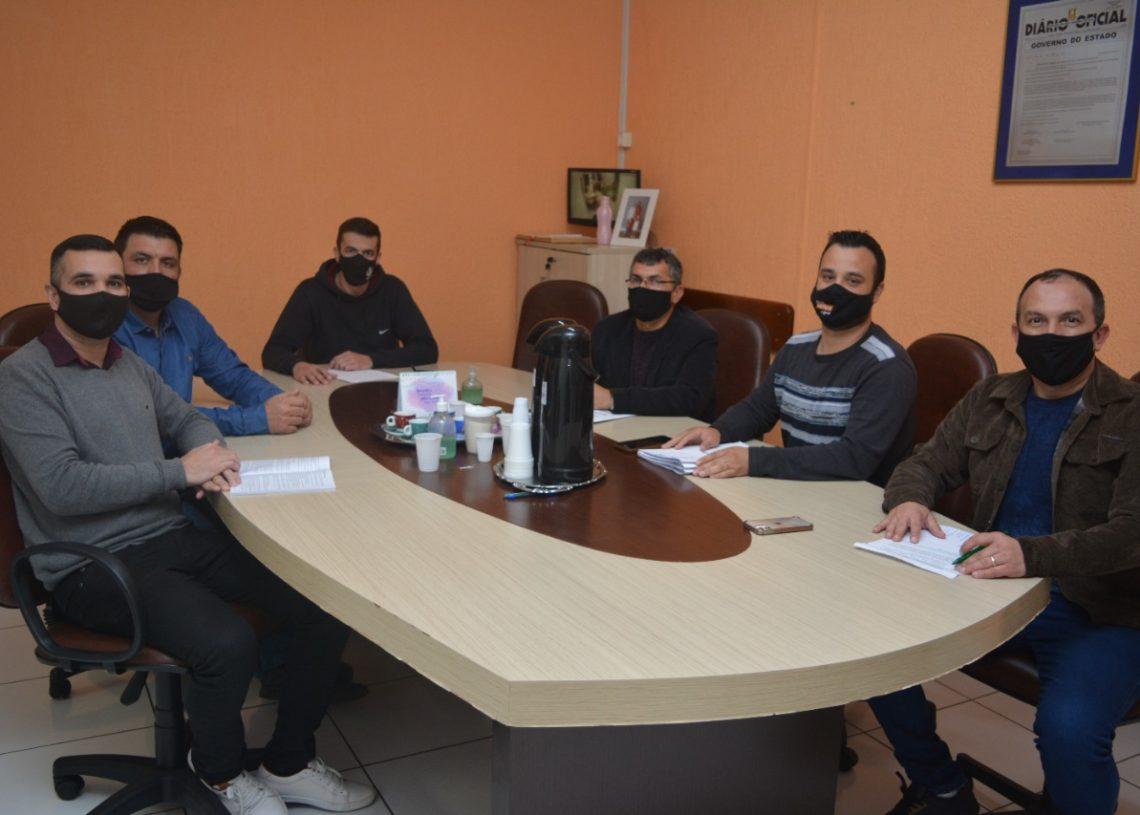 Reunião entre a mesa diretora ocorreu na tarde desta segunda-feira (16). Foto: Matheus de Oliveira / Assessoria de comunicação
