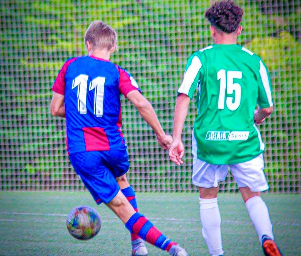 Alan, camisa 15, em campo pelo Safor Club Foto: Safor Club de Fútbol - España/Divulgação
