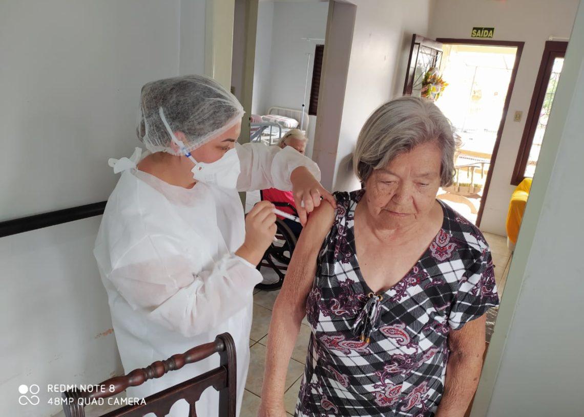 Idosos vacinados há seis meses receberão a dose de reforço Foto: Divulgação/Prefeitura de Taquara