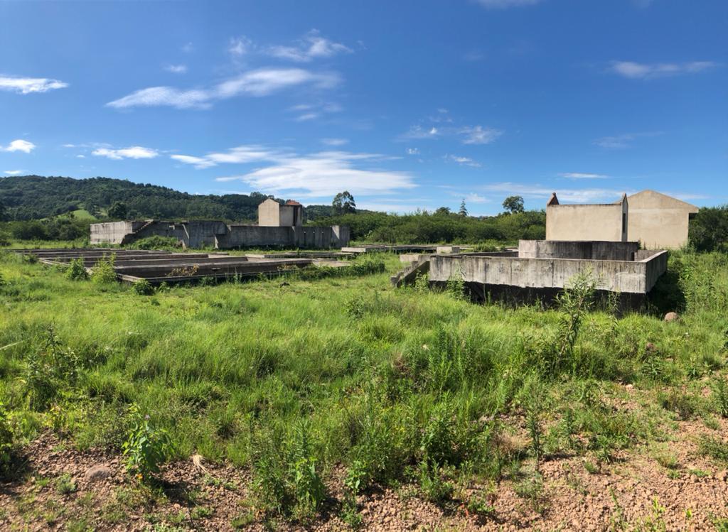Estação está com obra parada há anos no município (Foto: Lilian Moraes)