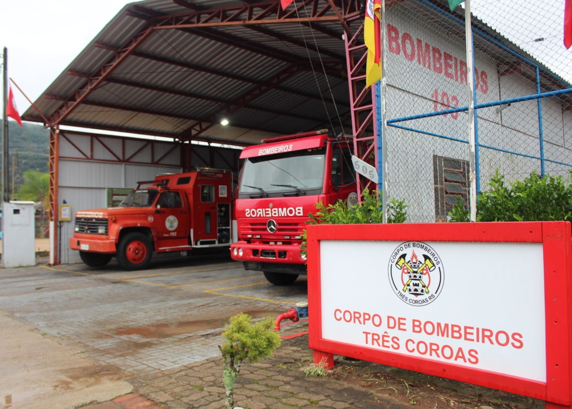 Caminhão chega para auxiliar os bombeiros nos atendimentos Foto: Três Coroas