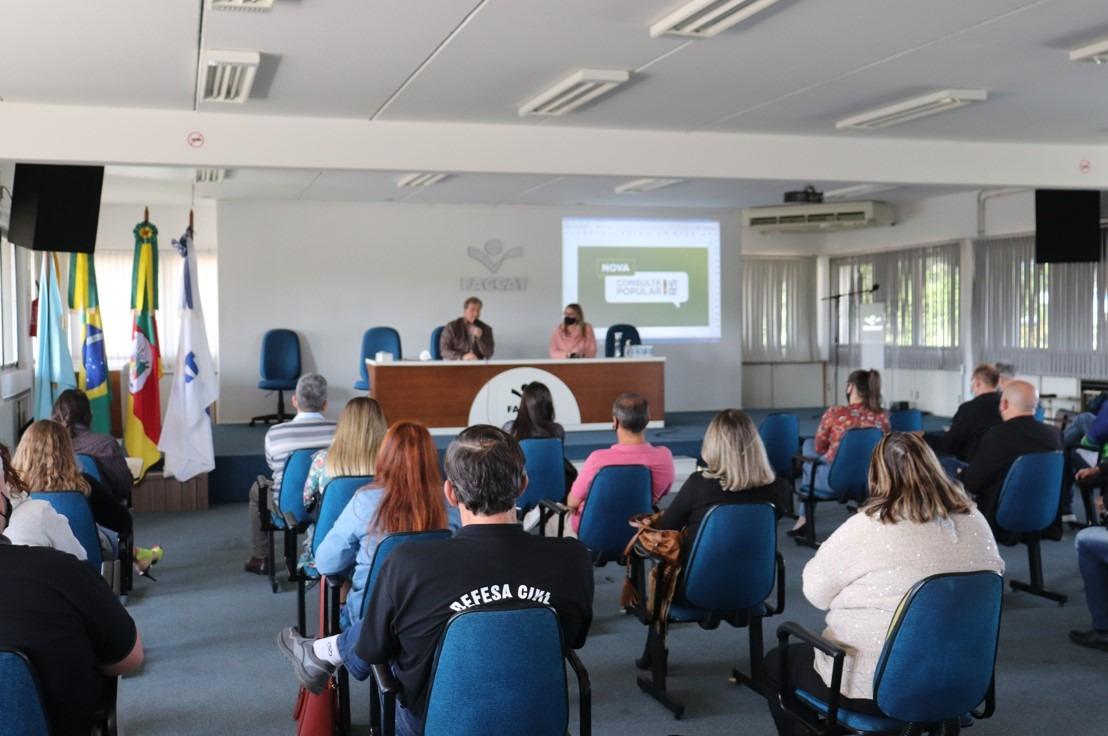 Representantes de entidades e da comunidade da região participando da reunião que ocorreu na Faccat no final de setembro. Foto: Camila Vargas/Faccat